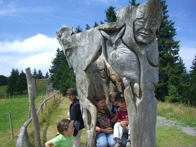 dřevěná postava