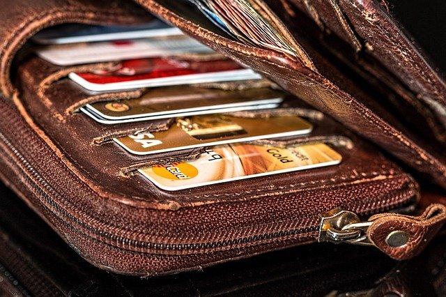 peněženka plná karet