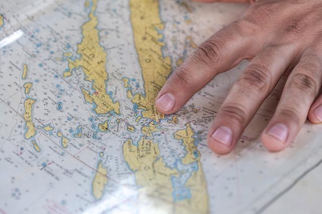 ruka na mapě