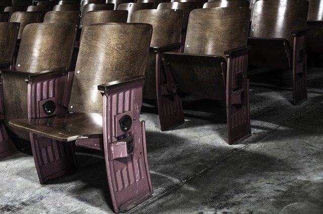 dřevěné sedačky