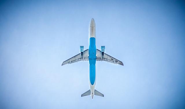letadlo zespodu